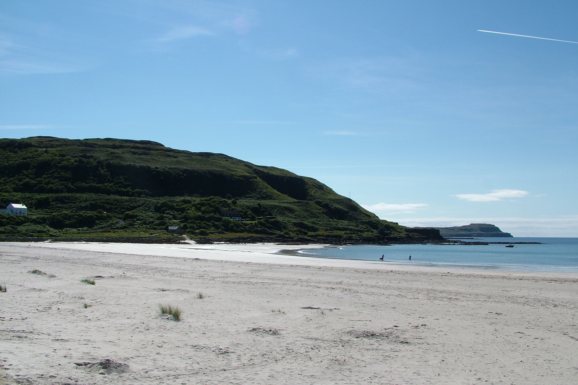 …Close to the wonderful Calgary Bay and Beach…