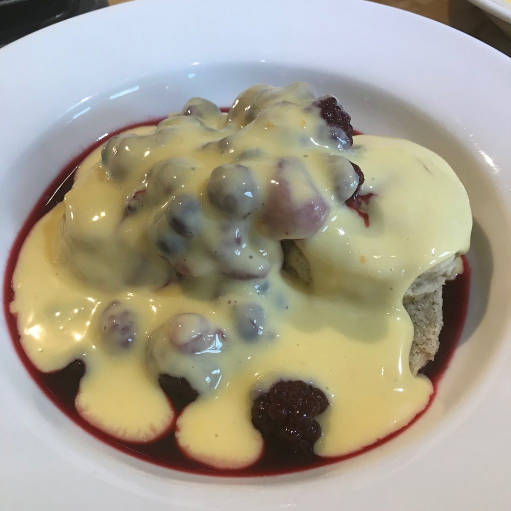20190611 - Scones with warm Berries and Orange Double Cream Custard