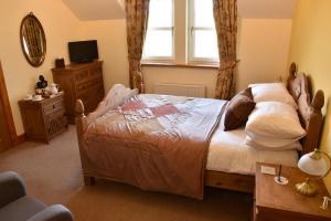 Killoran House Guest Bedroom Lunga